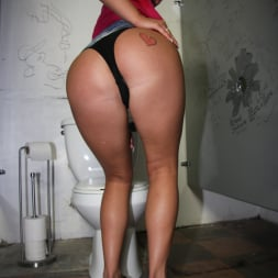 Andi Anderson in 'Dogfart' - Glory Hole (Thumbnail 4)