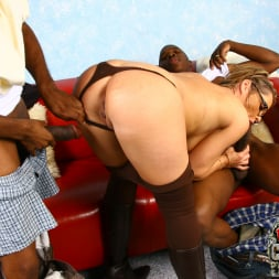 Kelly Leigh in 'Dogfart' - Blacks On Cougars (Thumbnail 17)