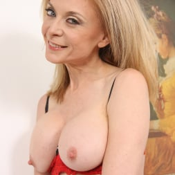 Nina Hartley in 'Dogfart' - Blacks On Cougars (Thumbnail 8)