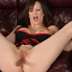 Stephanie Wylde in 'Dogfart' - Blacks On Cougars (Thumbnail 11)